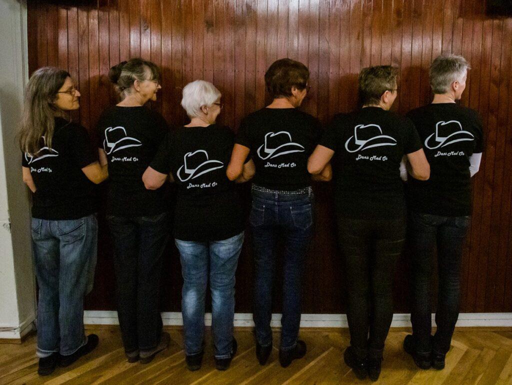 linedansere med t-shirt
